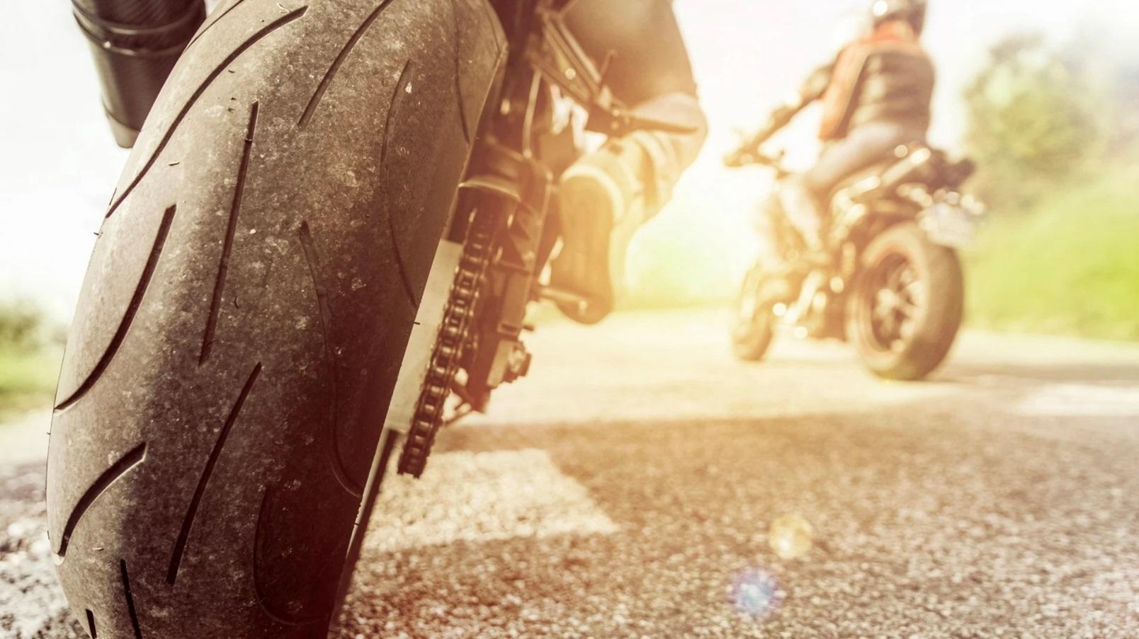Scooter et moto : quelle pression idéale pour les pneus ?
