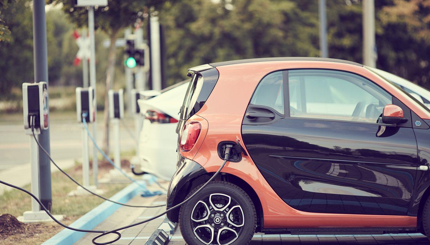 voiture électrique charge parking vignette crit'air verte